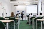 Studenci w sali wykładowej